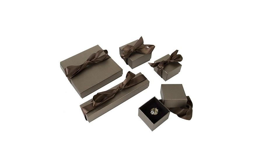 7b32b7277e4be Caja de carton decorada con lazo para joyeria bisuteria y joyas ...